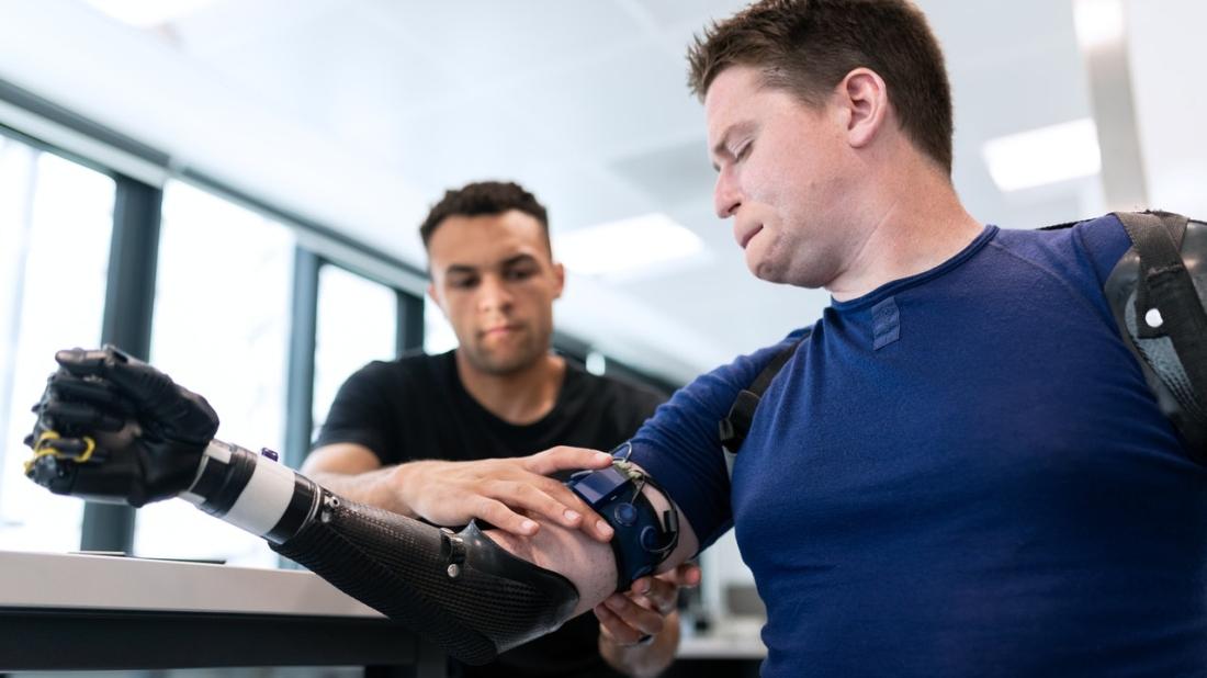 Vierfachamputiert mit Armprothese
