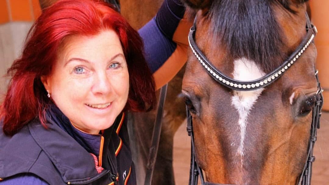 Angelika Trabert mit Pferd